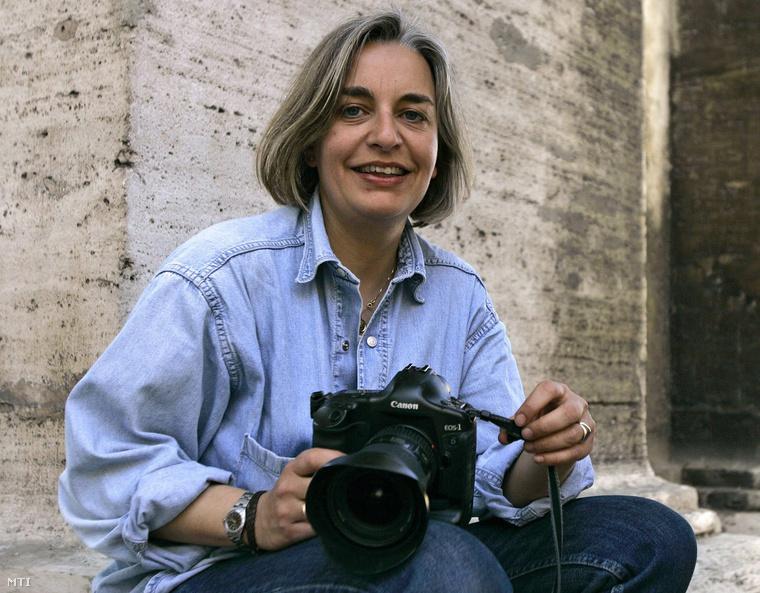 Anja Niedringhaus az AP fotóriportere 2005 áprilisában, Rómában