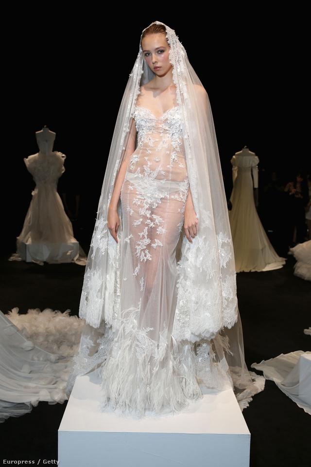 A merész menyasszonyi ruha szemből