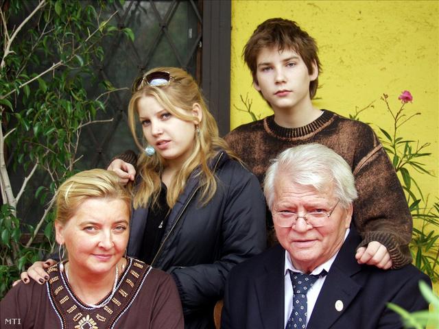 Családi fotó 2005-ből, balra fent Zsófi