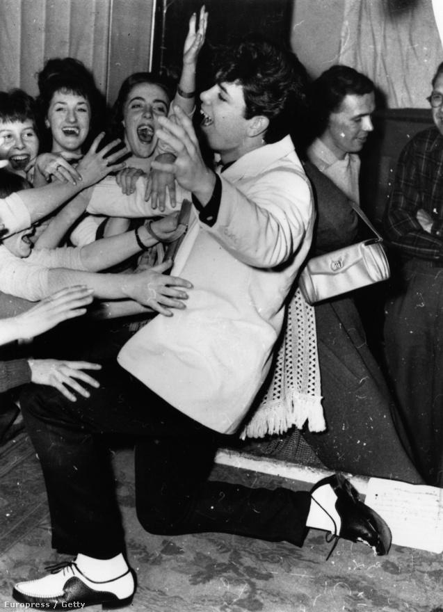 Nagy-Britannia másik válasza Elvisre, Cliff Richardért már 19 évesen megőrültek a rajongók. Tommy Steele-nél jóval nagyobb karriert futott be és komoly esélye volt, hogy még az amerikai szupersztárt is lepipálja. Azonban Richard hithű keresztényként egyre nagyobb teret adott a vallásnak a zenéjében, és vad rock and rollból szép lassan könnyed, megosztónak semmiképpen sem nevezhető popzenére váltott.