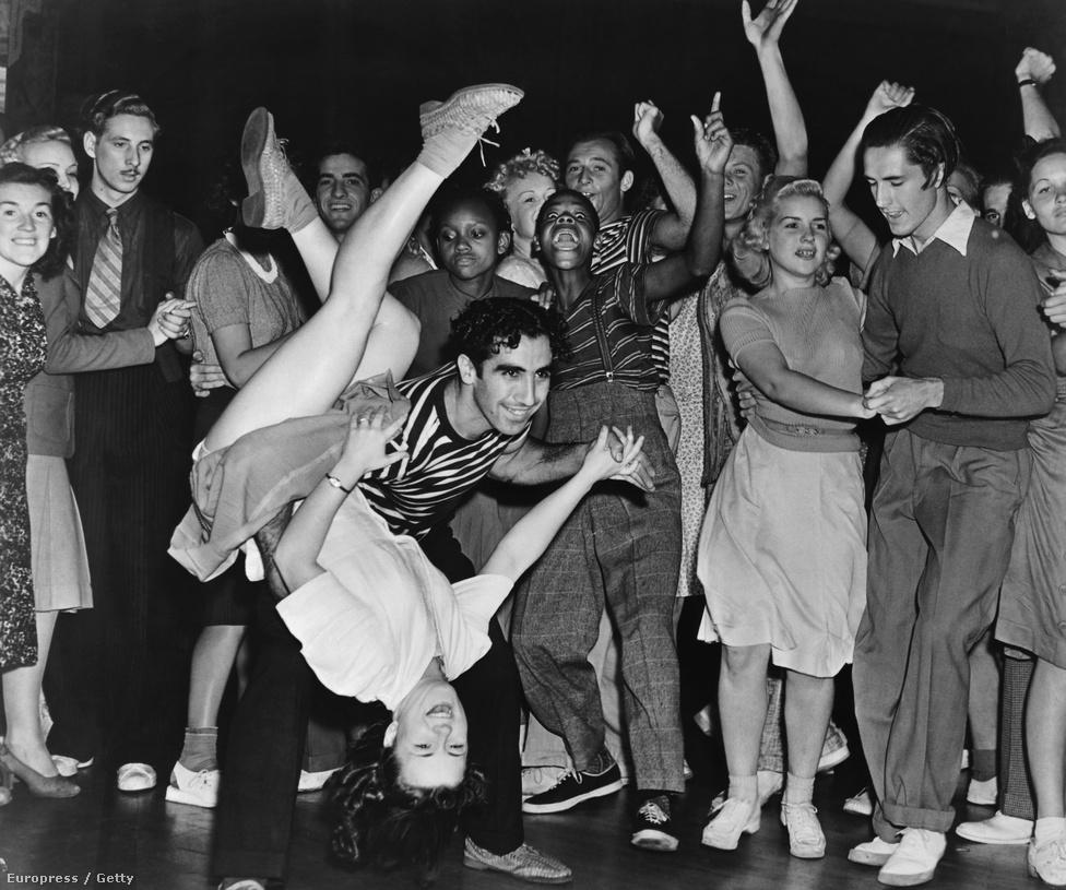 A mozgékony rock and roll tánc, a bulik, és az alapvetően fekete eredetű zene óriásit lendített a fekete fiatalok integriációján. A rock and roll megjelenéséig csak nagyon ritkán szórakozott együtt fehér és fekete fiatal, de ez az '50-es évektől kezdve egyre jellemzőbb lett, hogy aztán az egész társadalomra is hatással legyen.