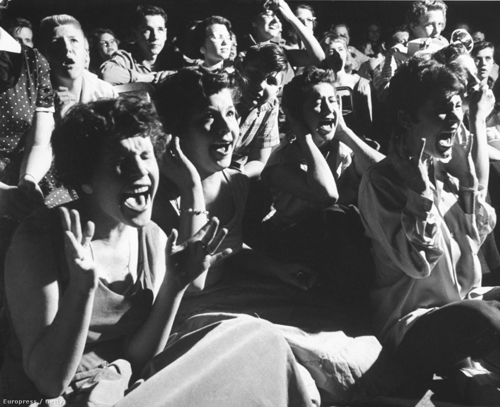 A tinédzserek rajongása komolyan felzaklatta Amerika konzervatívabb részét. Egy katolikus újság levelet küldött J. Edgar Hoover FBI-igazgatónak, hogy Elvis Presley komoly veszélyt jelent az Egyesült Államok biztonságára, és kihasználja a fiatal lányok szexuális vágyakozását. Ezt az után írták, hogy egy wisconsini koncertje után legalább ezer tinilány próbált betörni az öltözőjébe, ahol többeknek a combjára vagy a hasára adott autogramot.