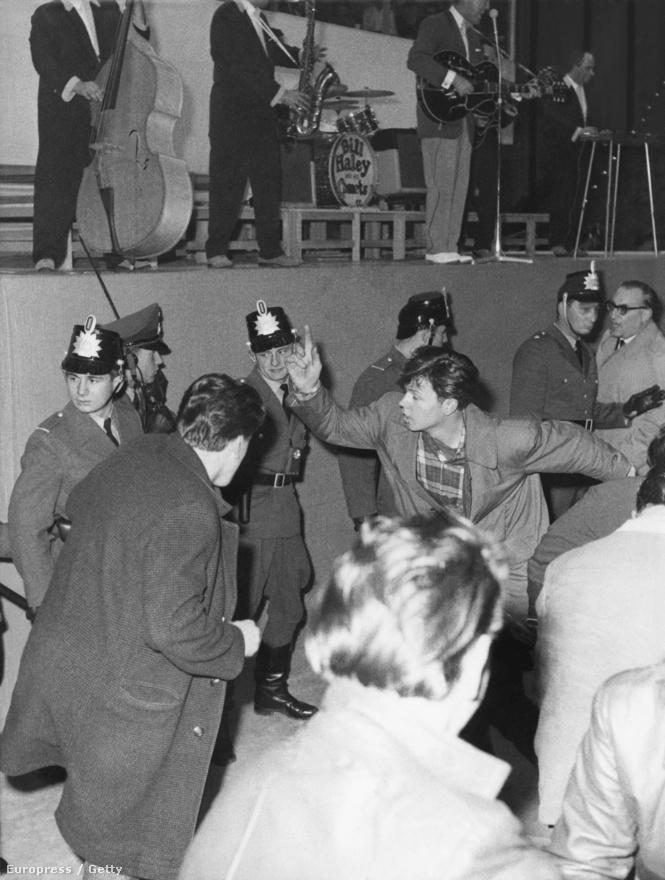 Az idősebb korosztály képtelen volt felfogni, hogyan táncolhatnak a fiatalok erre a zenére. Valószínűleg még a rock and rollerek sem voltak teljesen tisztában vele, hogy mit is csinálnak pontosan. A kontrollálatlan végtagdobálás a swing és boogie-woogie hagyatéka, amit aztán a '60-as években a watusi követett.