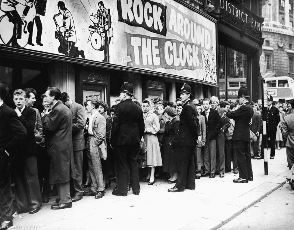 Kevesen tudják, hogy a Rock Around The Clock sokáig csak egy volt a többi kezdetleges rock and roll szerzemény közül. Egészen addig, amíg be nem került a Tábladzsungel című filmbe. Ezt robbanásszerű népszerűség követte, és elsőként került a Billboard popzenei listájának az élére, ahol aztán nyolc hétig maradt is.
