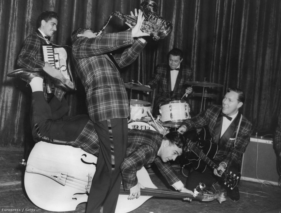 A Bill Haley & His Comets nem csak az Egyesült Államokban, hanem Nagy-Britanniában is úttőrő volt, sőt, itt hamarabb ért el komoly sikereket, mint szülőhazájában. A Shake, Rattle & Roll című Big Joe Turner-feldolgozásukból például egymillió példányt adtak el a szigetországban, és első rock and roll dalként került fel a brit kislemez-listára.