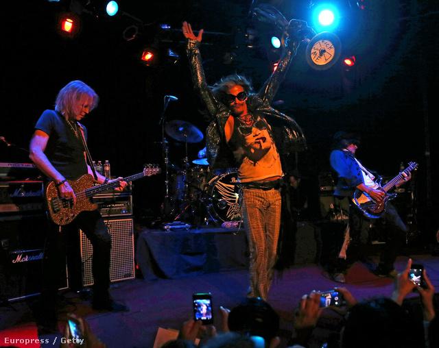 Aerosmith a Whisky A Go Góban, a közönség telefonnal fotóz tombolás helyett, mert