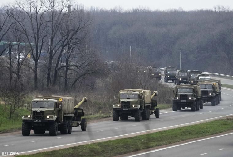 Ukrán katonai konvoj Donyeck mellett