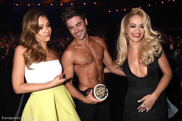 Zac Efront Jessica Alba és Rita Ora fogja közre