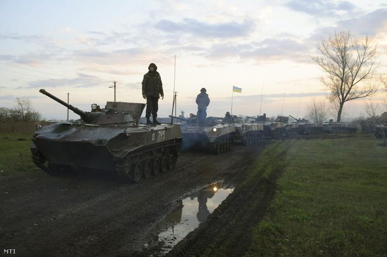 Ukrán katonák harckocsikkal mintegy 70 kilométerre a kelet-ukrajnai Szlovjanszktól