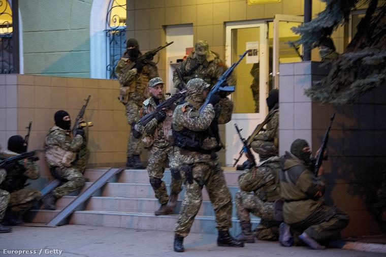 A szlavjanszki kormányépületet megszállás alatt tartó oroszpárti aktivisták
