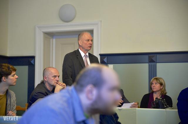 H. Csanád és a szakértők a tavaly novemberi tárgyaláson.