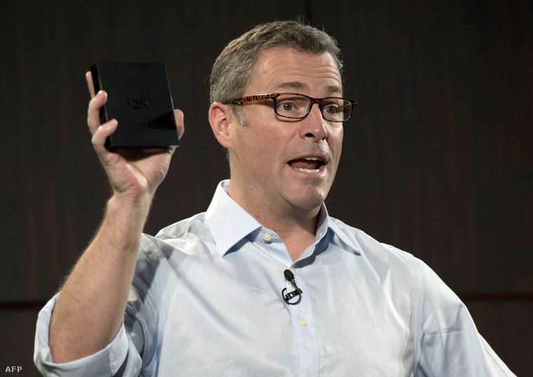 Peter Larsen egy Amazon tablet bemutatóján