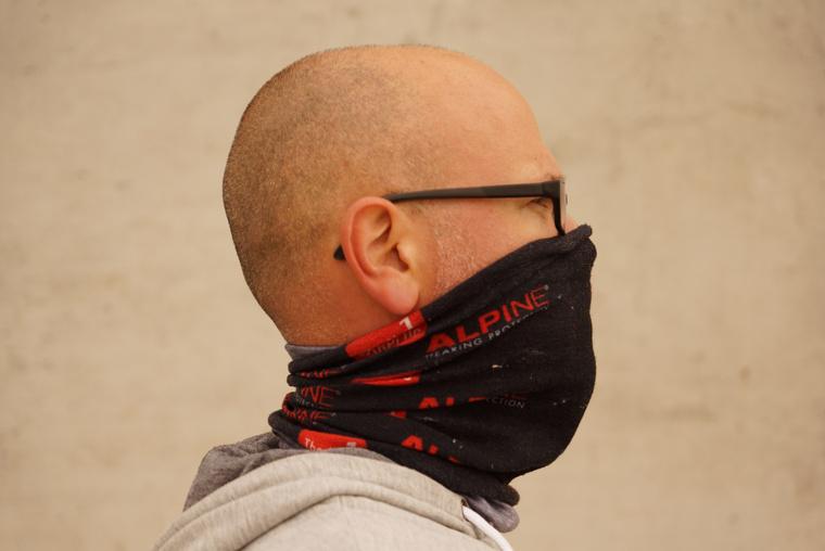 ...esetleg nyakmelegítő maszkként...