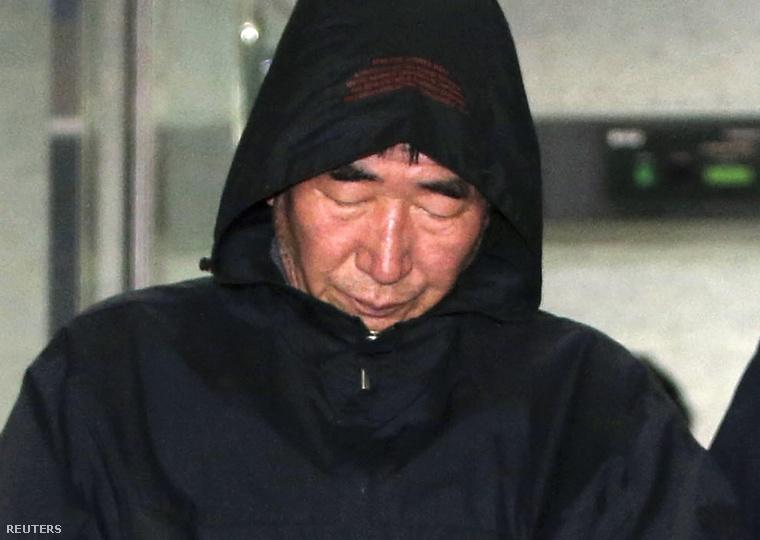 """Lee kapitány korábban a televízióban kért bocsánatot a koreai néptől és az áldozatok családjaitól, amiért """"zavart okozott""""."""