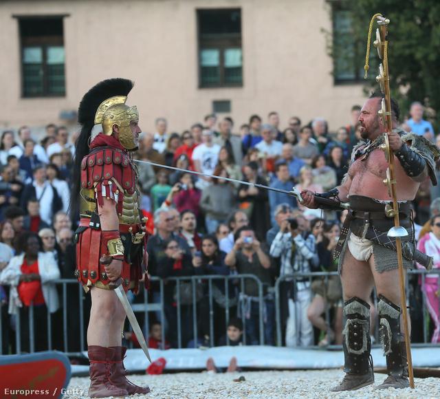 Római légiósok és gladiátorok csaptak össze a Circus Maximusban