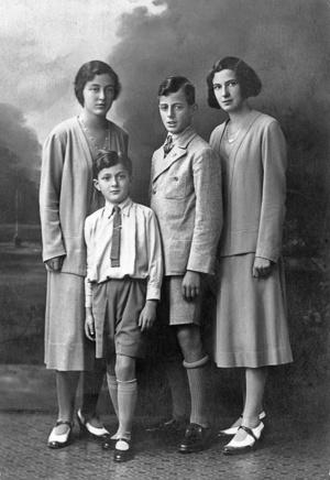 Kornfeld Mária (Pupa), Kornfeld Tamás,  Kornfeld György és  Kornfeld Hanna (a szerző anyja).