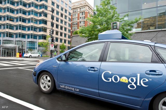 A Google önjáró autója, mint látható sofőr nélkül.