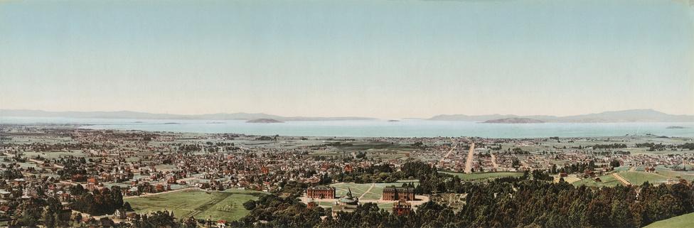 San Francisco, még felhőkarcolók nélkül. A legkisebb fotokróm képek 3.5x7 inch-es képeslapok voltak, de ritka esetekben, külön megrendelésre plakát- és panoráma méreteket is készítettek.
