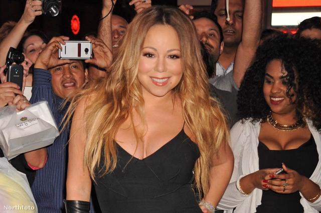 Mariah Carey csütörtökön New York központjában jelent meg, a Times Square-en, hogy felhívja a figyelmet új albumára
