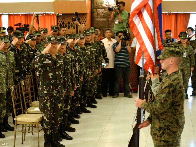 Az Egyesült Államok és a Fülöp-szigetek közös hadgyakorlatának megnyitó eseménye Manilában, 2014. május 5-én.