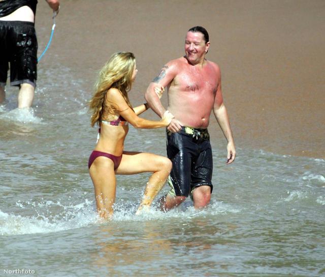 A strandon mindig lehull az álca, kiderül, ki mennyire készült rá a bikiniszezonra. Denise Richards és Richie Sambora ugyan nagyon élvezte a hawaii nyaralást, de elég durva, hogy egyikük citromsárgára, a másikuk sötétvörösre égett.