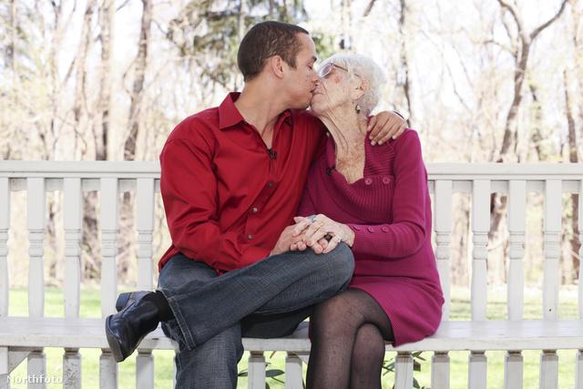 Csókolózós fotót is bevállaltak