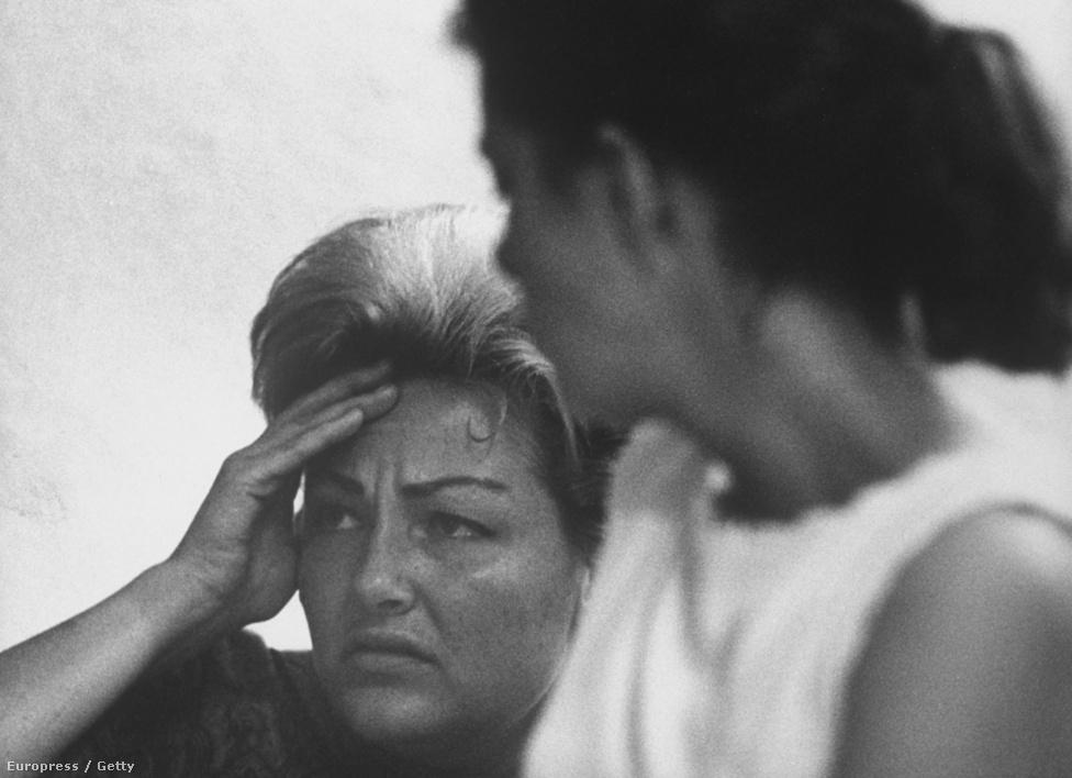 Villet fotós érzékenysége akkor tudott igazán megmutatkozni, amikor 1961-ben egy rehabról tudósított. Az amerikai társadalom a hatvanas években szembesült a droghasználat egyik következményével: a függőséggel. Villet képeinek ereje éppen abban rejlik, hogy megmutatta ennek a társadalmi problémának az emberi arcát, amikor bemutatta a függők testi szenvedését és érzelmi vergődését.