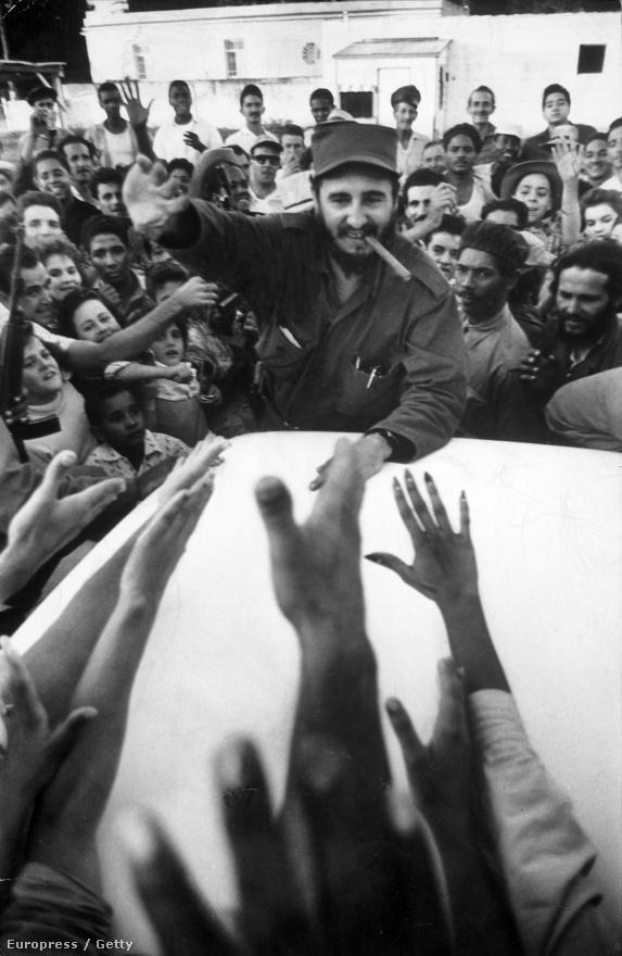 Fidel Castro bevonul Havannába. Castro volt Villet egyik hőse: az amerikaiak csak a kommunista fenyegetést látták Castróban, Villet viszont egy álmodozó forradalmárt mutat be a képein.