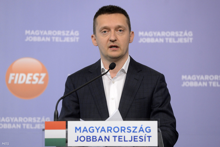 Rogán Antal sajtótájékoztatót tart a Fidesz- KDNP képviselőcsoportjának alakuló ülése után a Képviselői Irodaházban