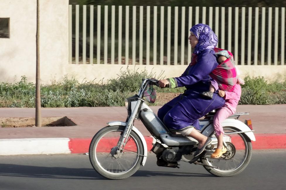 Szélvédelem kimaxolva. Iszonyatosan sok nő motorozik