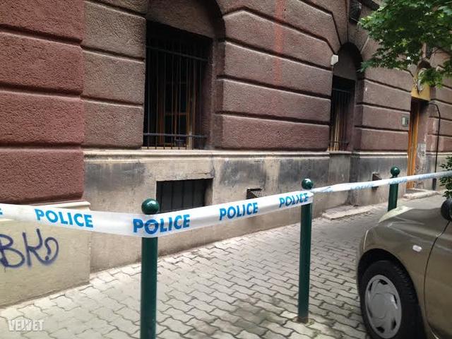 Kigyulladt egy földszinti lakás a XII. kerületi Hertelendy utcában.