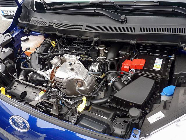 Papíron 5,2 litert fogyaszt a kis turbós benzinmotor, a menetpróbán megivott 7-et. Ami még mindig nem rossz