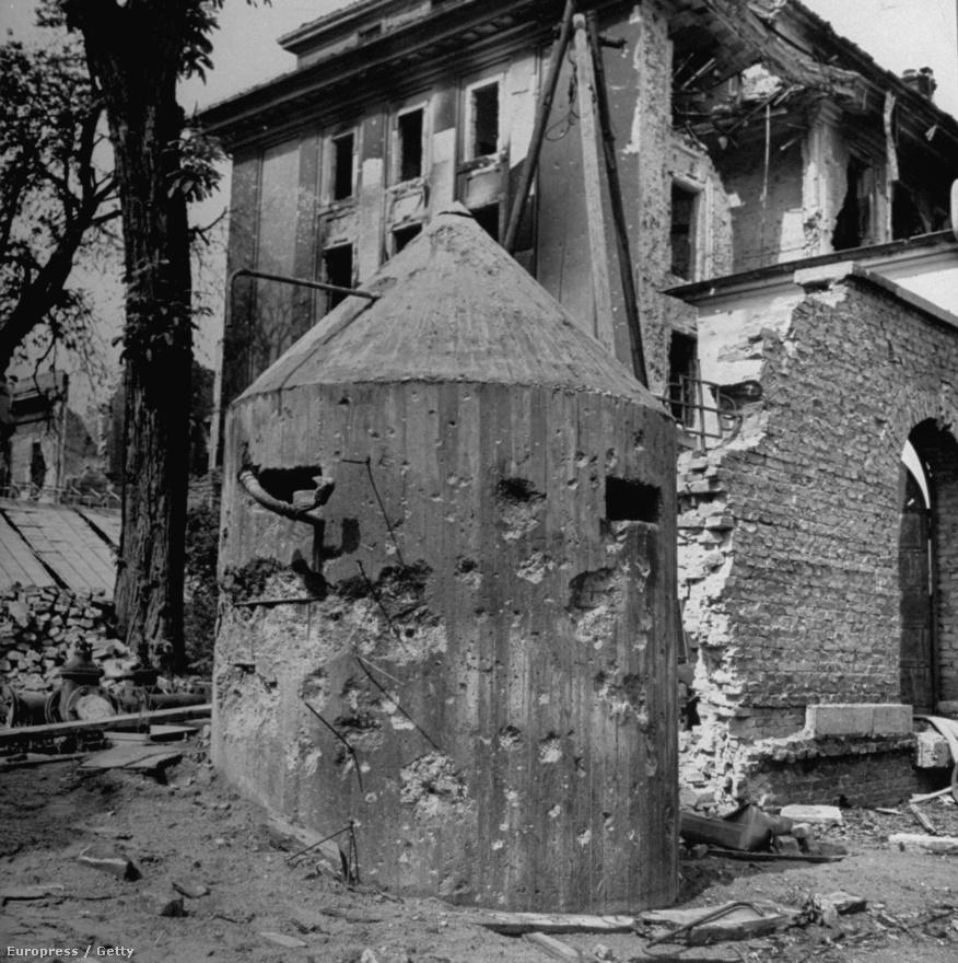 A városi ellenállási pontokat összekötő pincerendszer és a városban felhúzott tüzérségi fészkek falai helyenként 2,5-3 méter vastagak voltak, ellenálltak a fegyvereknek és a bombázásnak. Az ilyen állások letörésével együtt járt, hogy a körülöttük lévő épületek teljesen megsemmisültek.