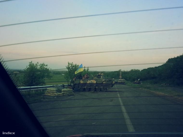 Ilyen barikádot emeltek az ukrán katonák.