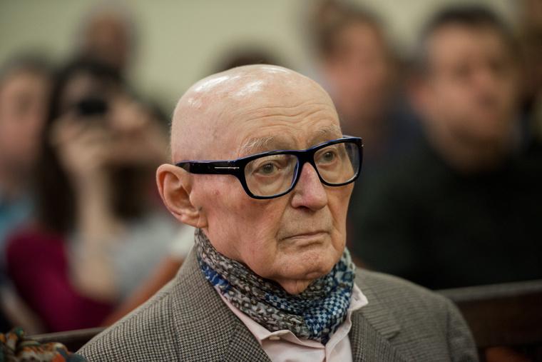 Biszku Béla a bíróságon március 18-án