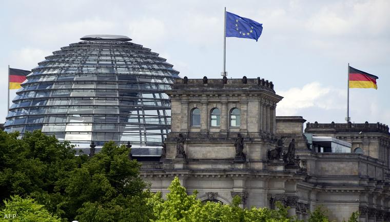 A Bundestag az EU-zászlóval