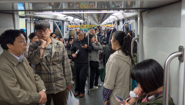Bő száz méteres metrószerelvények, egybe nyitva
