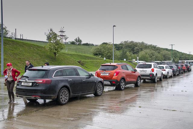 Polgári Opelek a könnyed sarazás után
