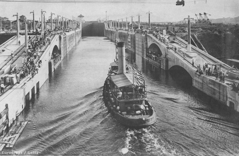 A Gatun vontatóhajó volt az első, ami átkelt a csatornán