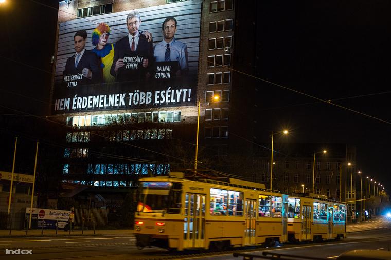 A CÖF plakátja a választási kampány alatt - Most akkor mégis érdemelnek?