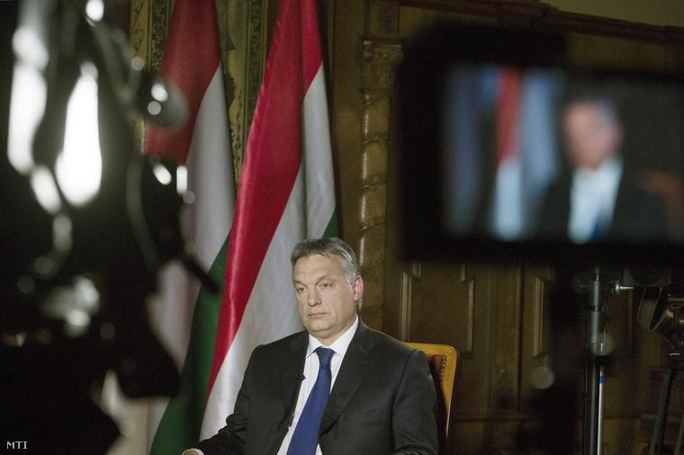 Orbán Viktor miniszterelnök az Országházban az M1 Az este című műsorának adott interjúja előtt 2014. május 16-án.