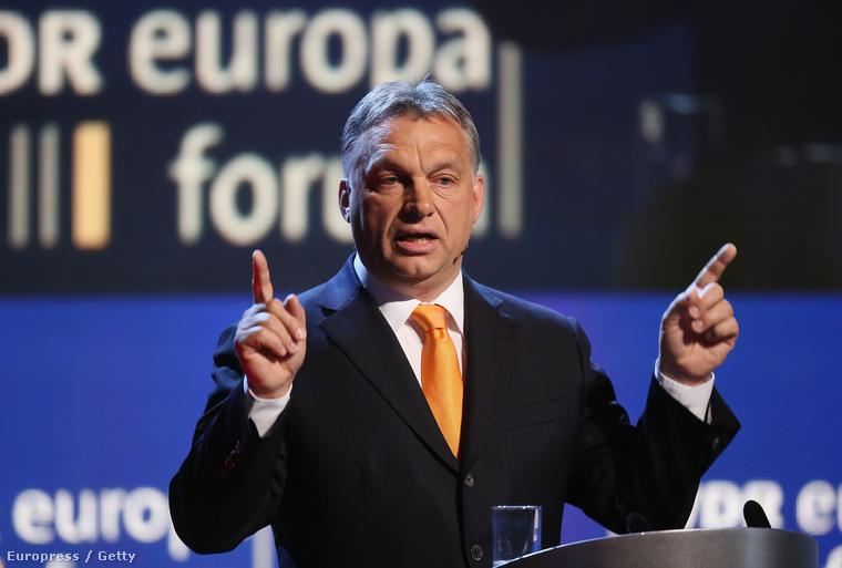Orbán Viktor előad egy berlini konferencián