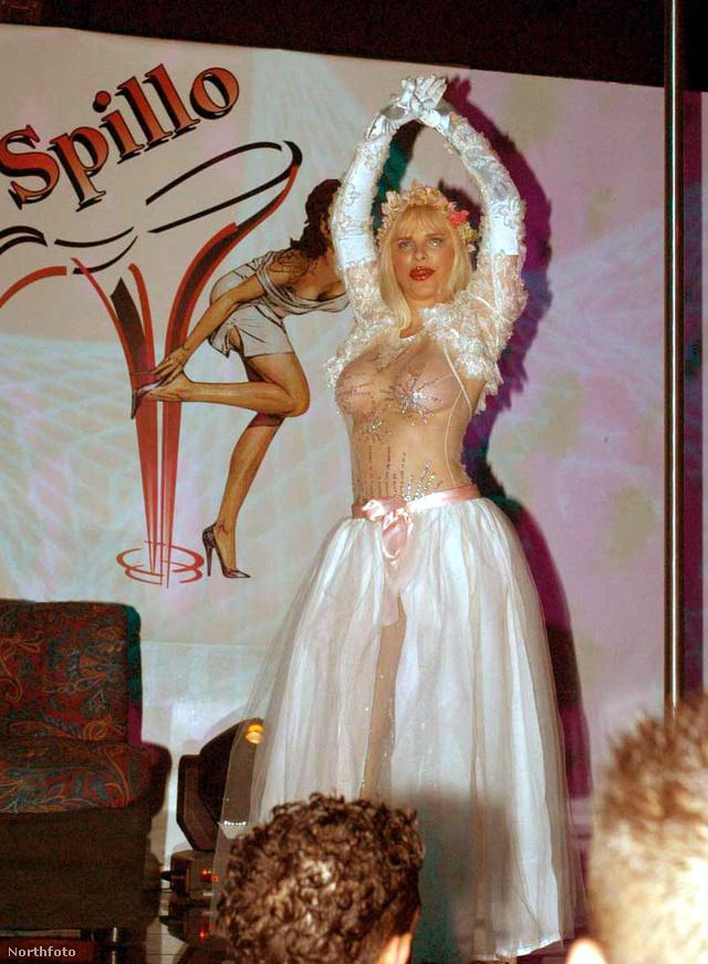 2005-ben Olaszországban táncolt egyet, itt már sokkal nagyobbak a mellei, mint korábban bármikor.