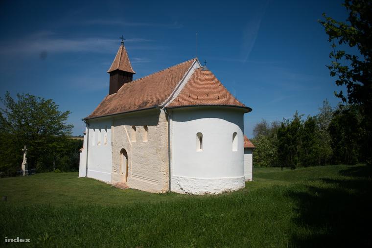 Egy templom és rengeteg sárkányvonal