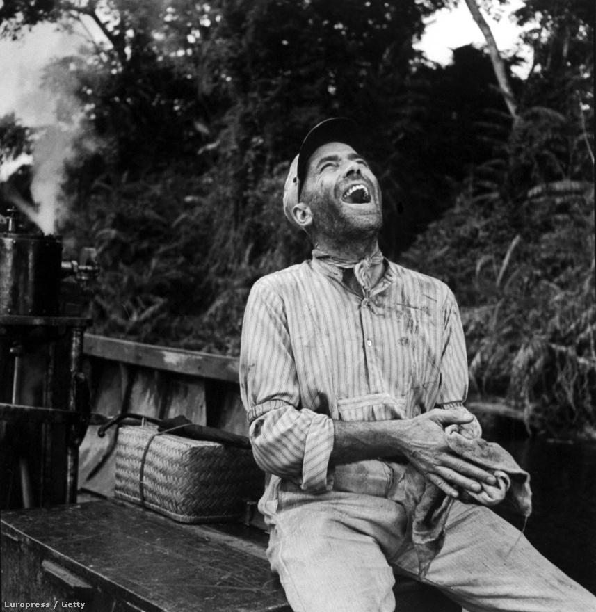 Humphrey Bogart az Afrika királynő forgatásán. A film az első világháború idején játszódó háborús-szerelmes-dráma, ami elég sok afrikai sztereotípiát felvonultat, ami ellen Eliot küzdeni próbált fotóival. Persze, a Life-nak végigfotózta a film forgatását is.