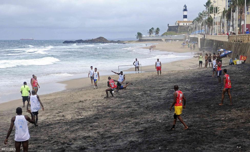 A világ legismertebb brazil futballistái közül is sok az utcán vagy tengerparti homokban kezdte a karrierjét. Több brazil edző is azon a véleményen van, hogy az utcai foci nagyon is hasznos, már fiatalon megtanítja a játékosokat a felelősségvállalásra és a gyors döntéshozásra, és persze a nagy szólózásokra és cselezésre. Ennek azért később nem mindenki örül.