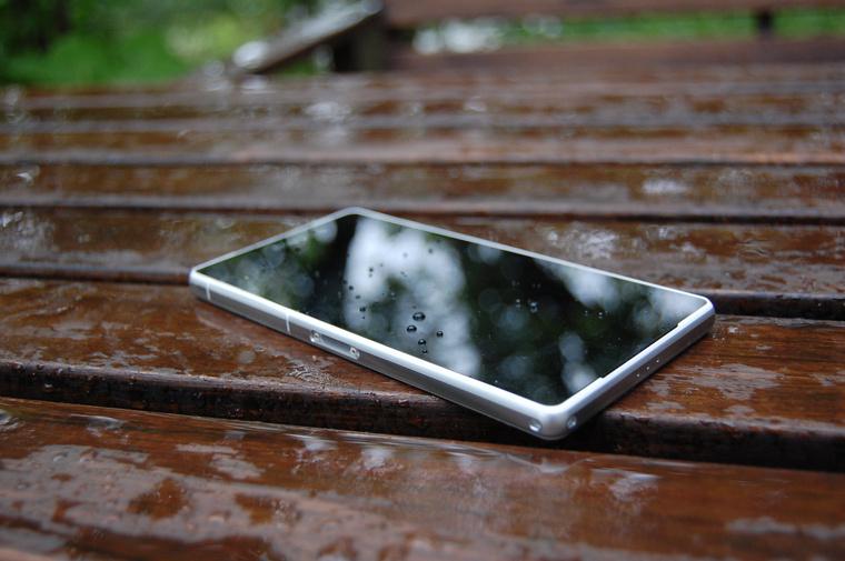 Xperia Z2 telefon, a tablethez hasonlóan bírja a vizet