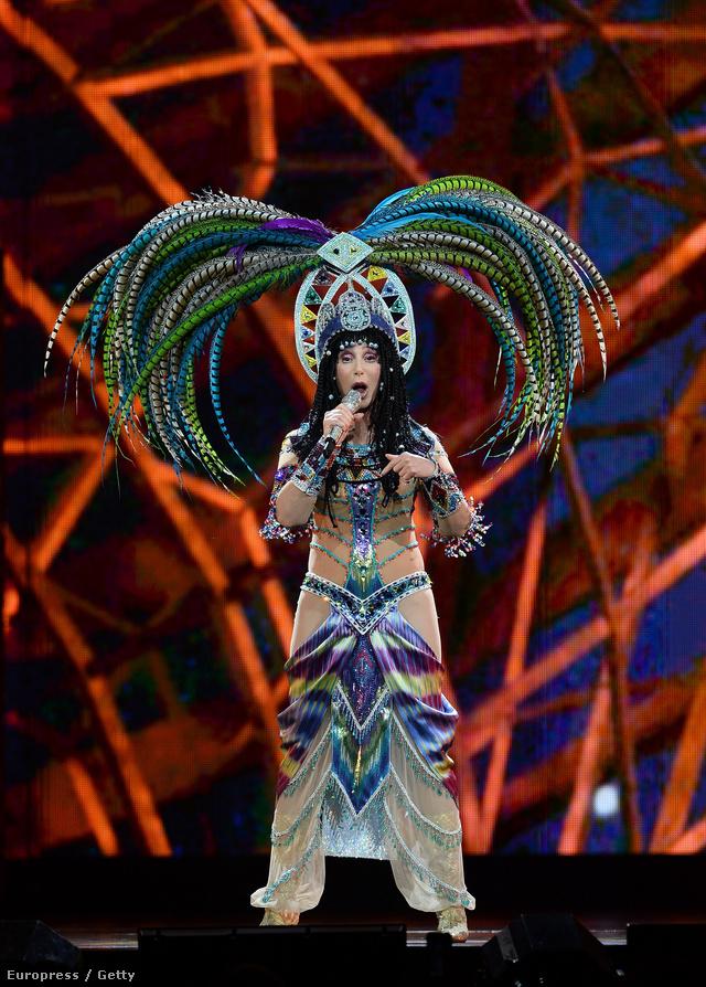 Cher fellépőruhája