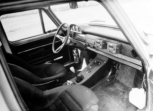 110 Rallye, az első gyári versenyautónk belseje