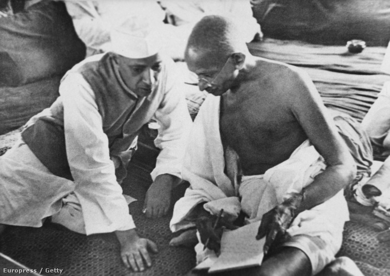 Dzsaváharlál Nehru és Mahatma Gandhi 1942-ben.